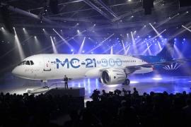 A szárnyakon keletkezett repedések miatt csúszik az orosz MC–21-es szűzfelszállása