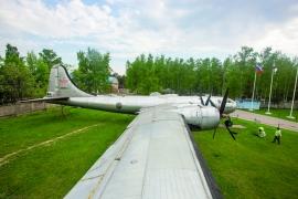 1956: Tu–4-es bombázókkal a Corvin köz ellen