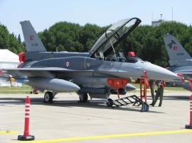 Meghosszabbították az F–16-osok élettartamát